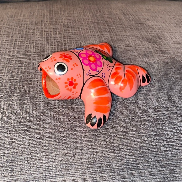 Vtg Mexican pottery frog figurine in bright coral